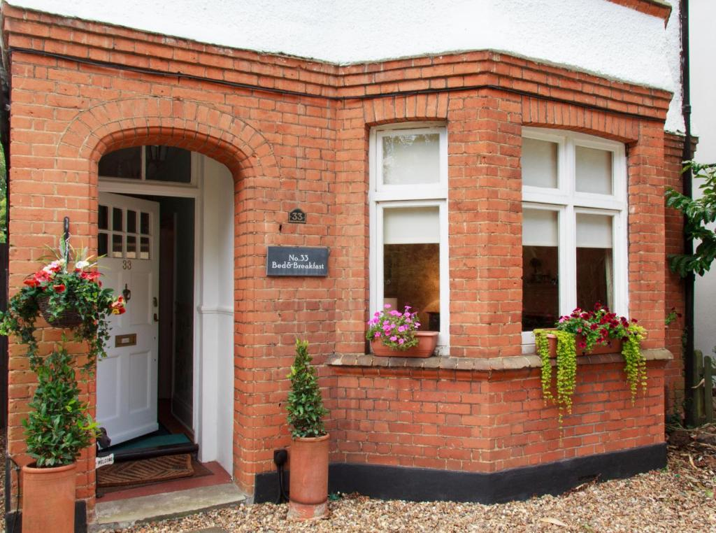Bed And Breakfast No 33 Walton On Thames Uk Booking Com