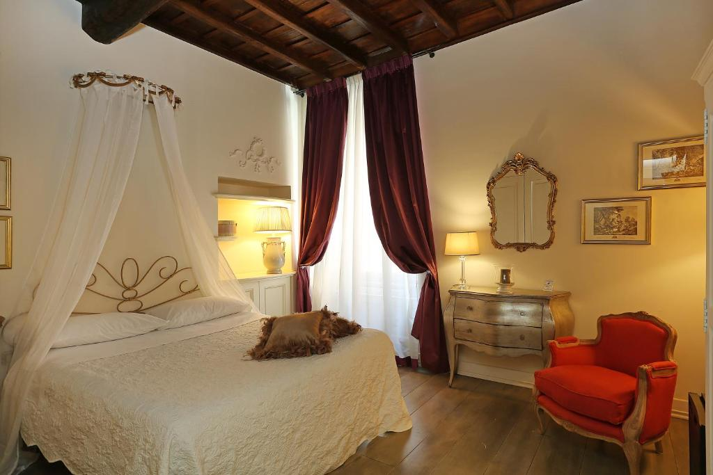 A bed or beds in a room at Piazzetta de' Monti Suites