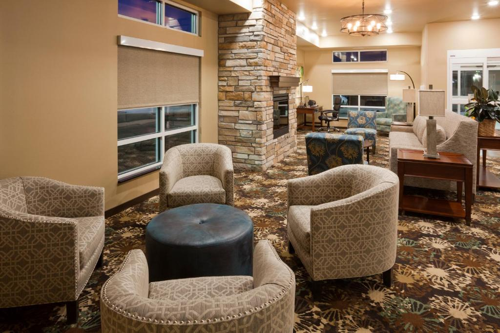 GrandStay Hotel & Suites Valley City
