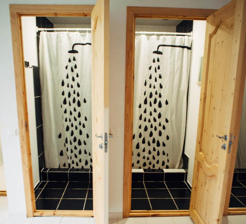 A bathroom at Hostel WьISHKA