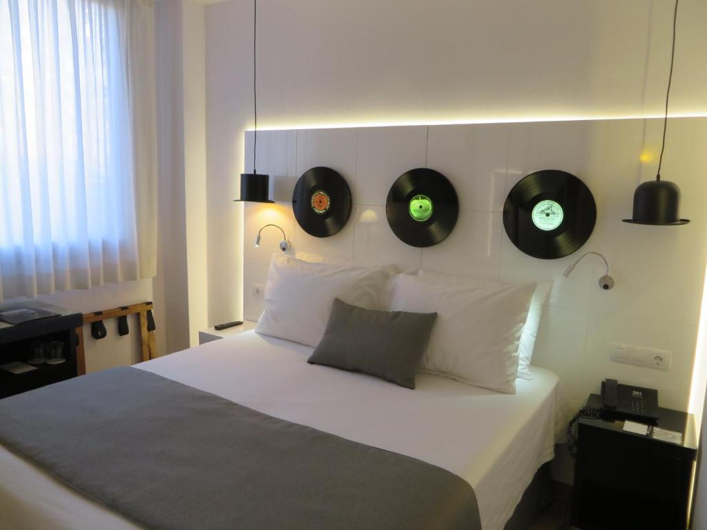 A bed or beds in a room at Evenia Rocafort