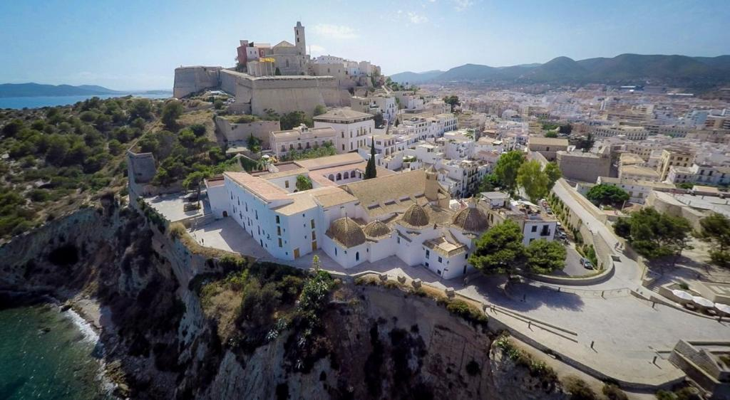 A bird's-eye view of Hotel Mirador de Dalt Vila