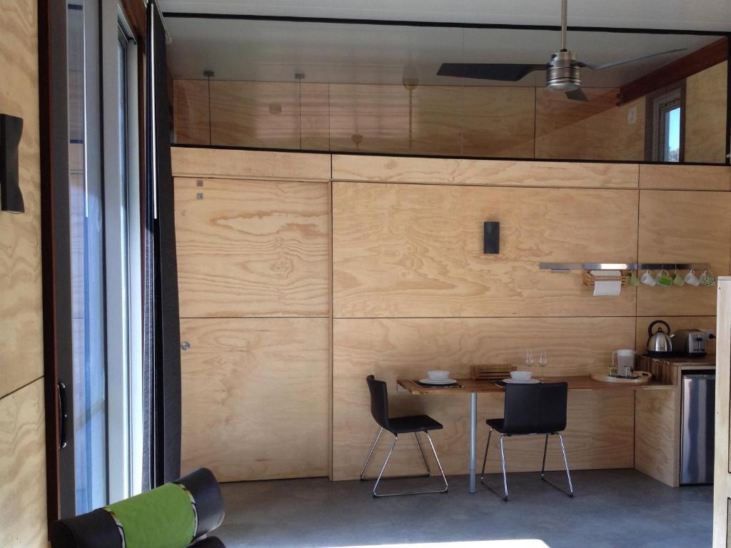 A kitchen or kitchenette at Bed + Bauhaus