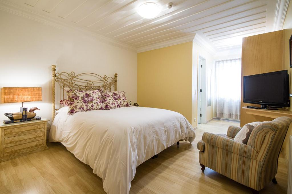 A bed or beds in a room at Pousada Casa Gialla