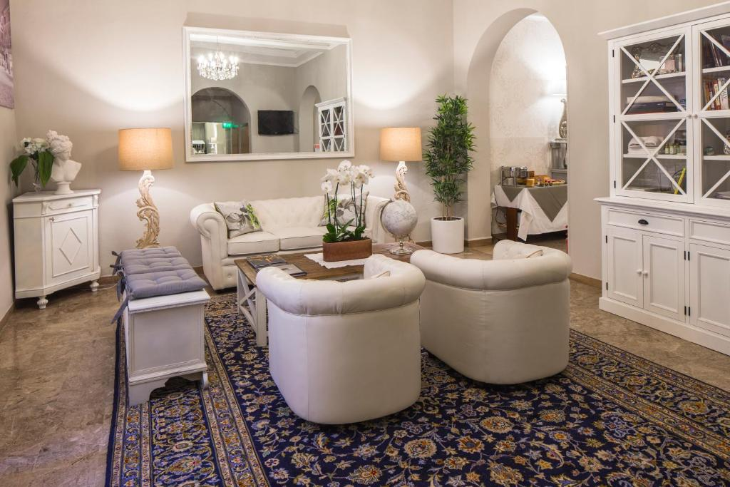 The lobby or reception area at Hotel Accademia