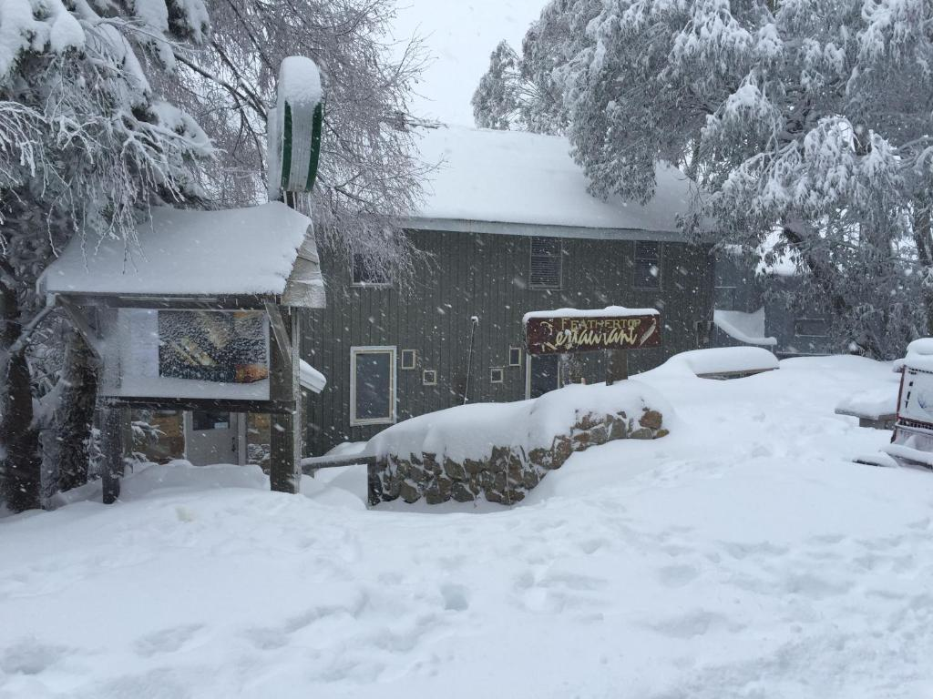Feathertop Alpine Lodge during the winter