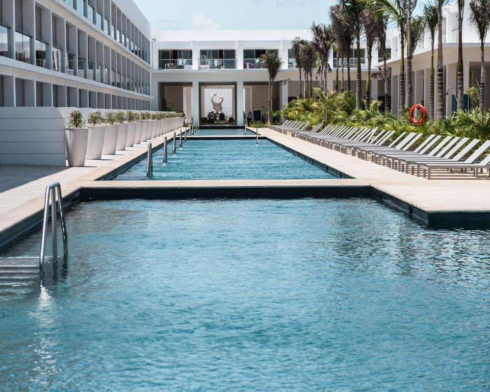 The swimming pool at or close to Platinum Yucatan Princess All Inclusive Suites & Spa Resort - Adults Only