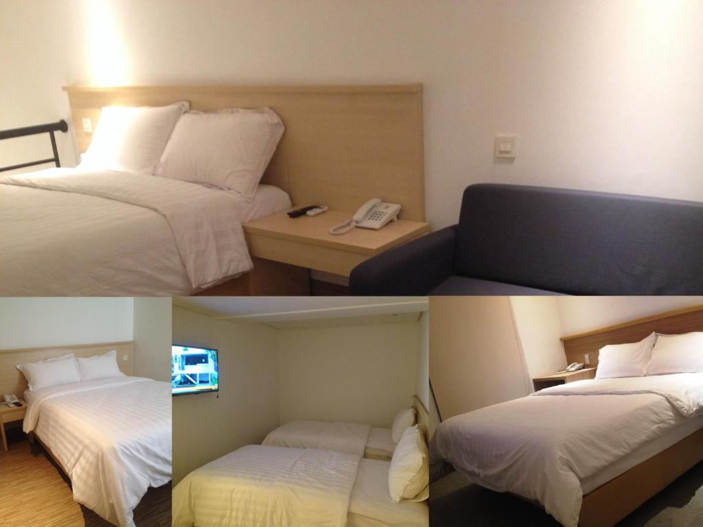 A bed or beds in a room at Sare Hotel Jakarta