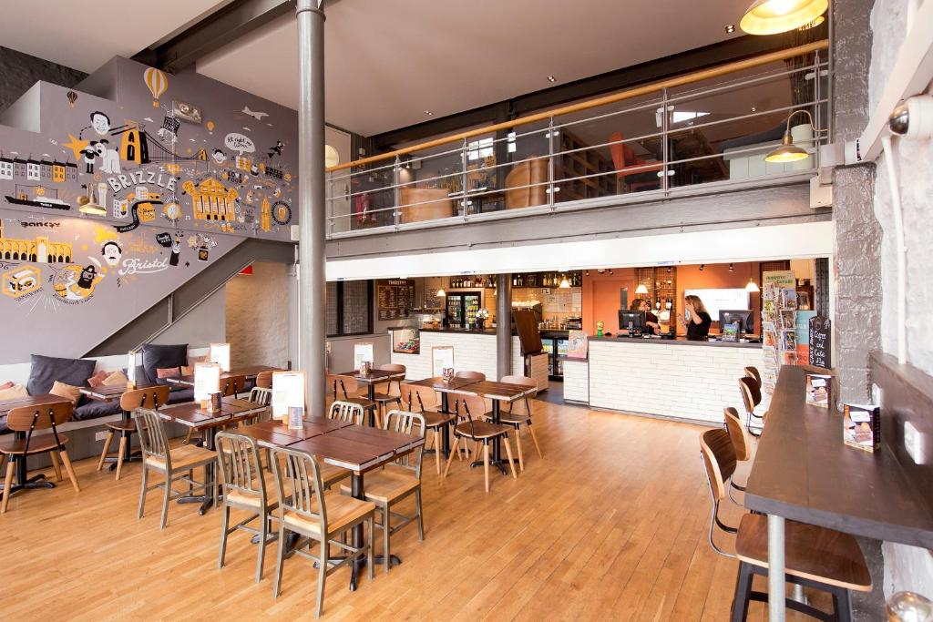 A restaurant or other place to eat at YHA Bristol