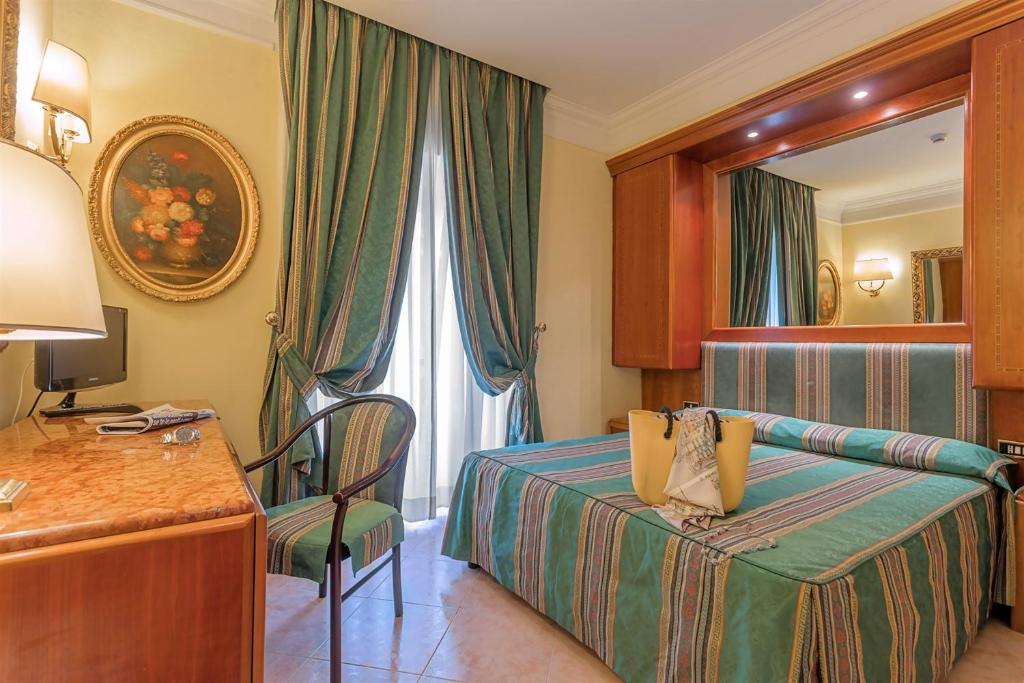 A bed or beds in a room at Raeli Hotel Luce