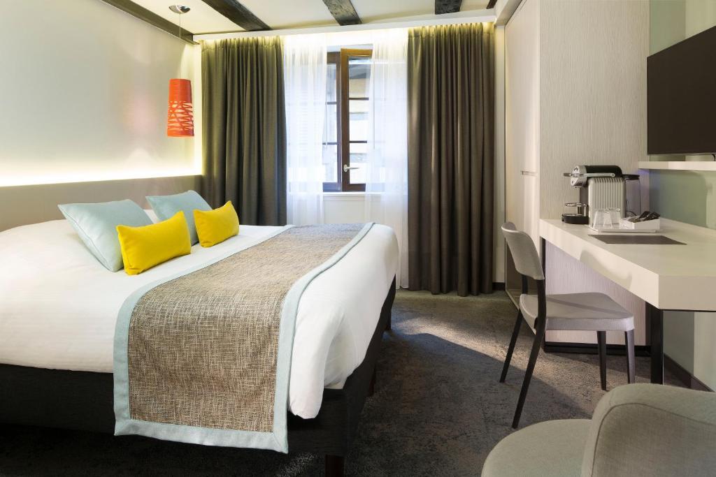 Een bed of bedden in een kamer bij Le Colombier