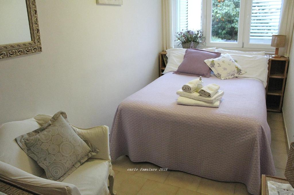 A bed or beds in a room at Villa Apollo B&B
