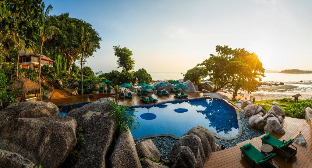 Ein Blick auf den Pool von der Unterkunft Banyan Tree Bintan oder aus der Nähe