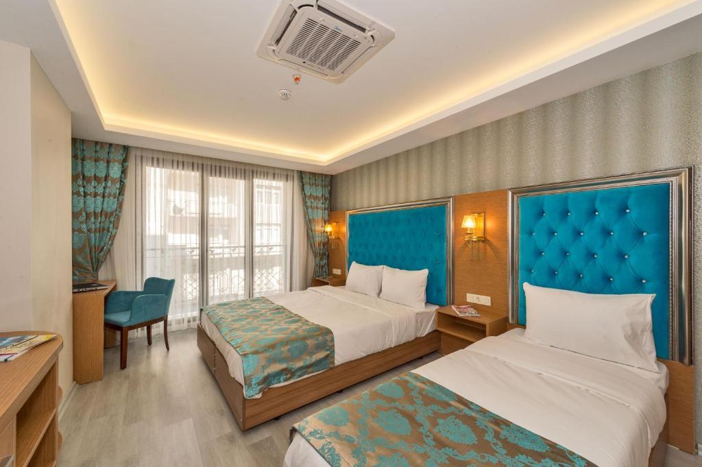 Кровать или кровати в номере Grand Palace Hotel