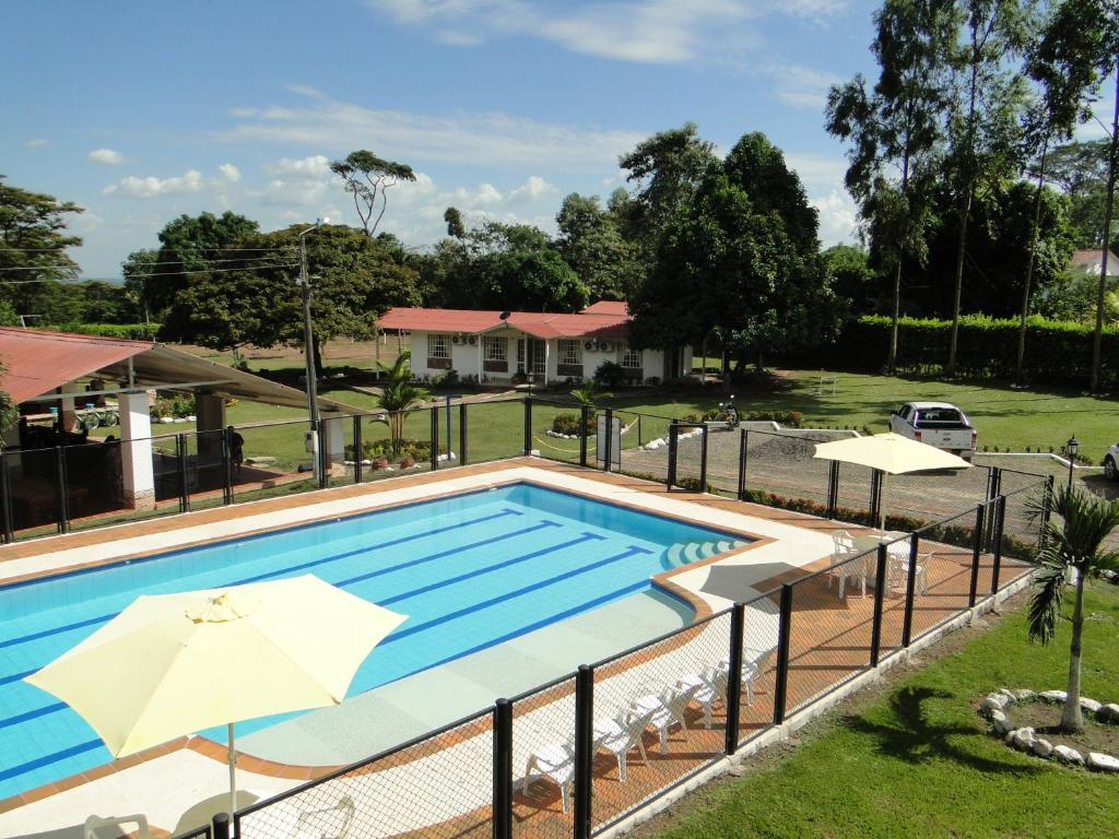 A view of the pool at Hotel Campestre Acuarela or nearby