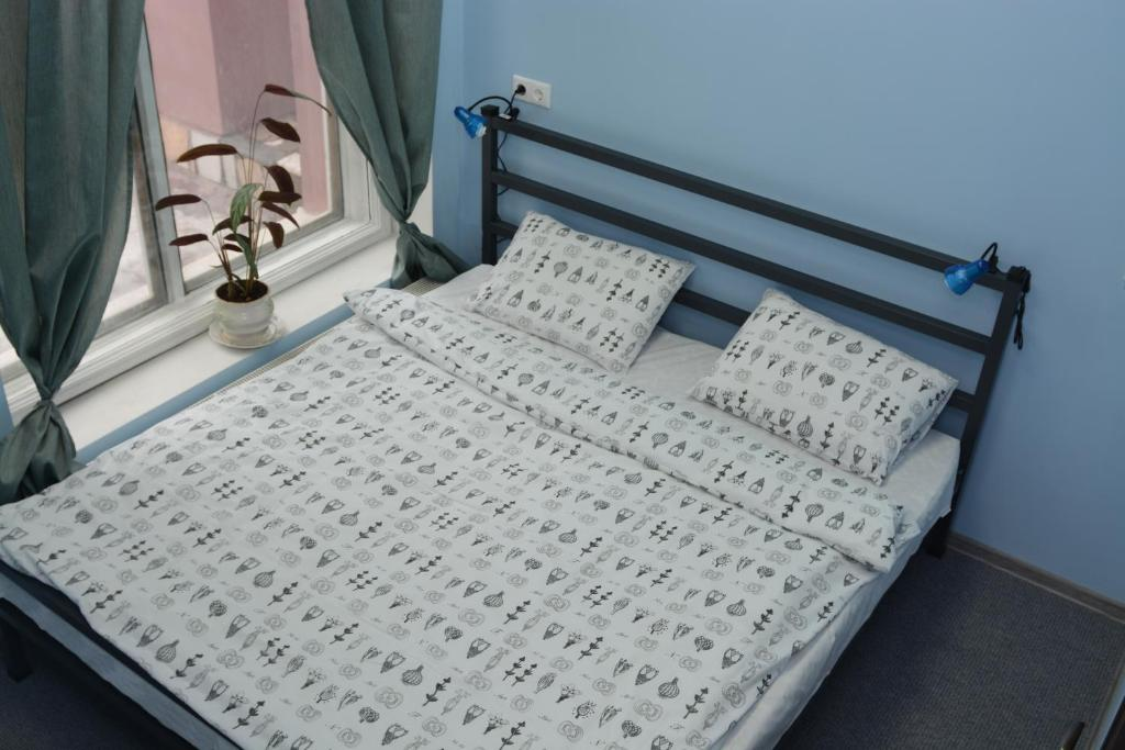 A bed or beds in a room at Tsiolkovsky on VDNKh