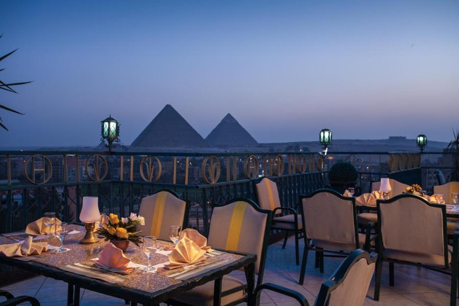 A restaurant or other place to eat at Pyramids Plaza Hotel