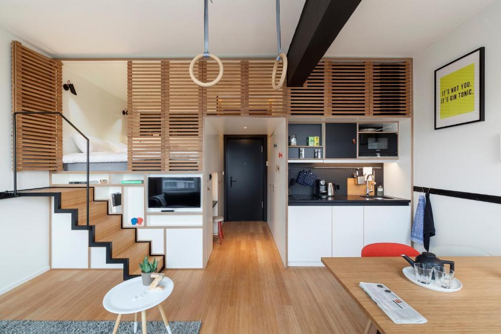Een keuken of kitchenette bij Zoku Amsterdam