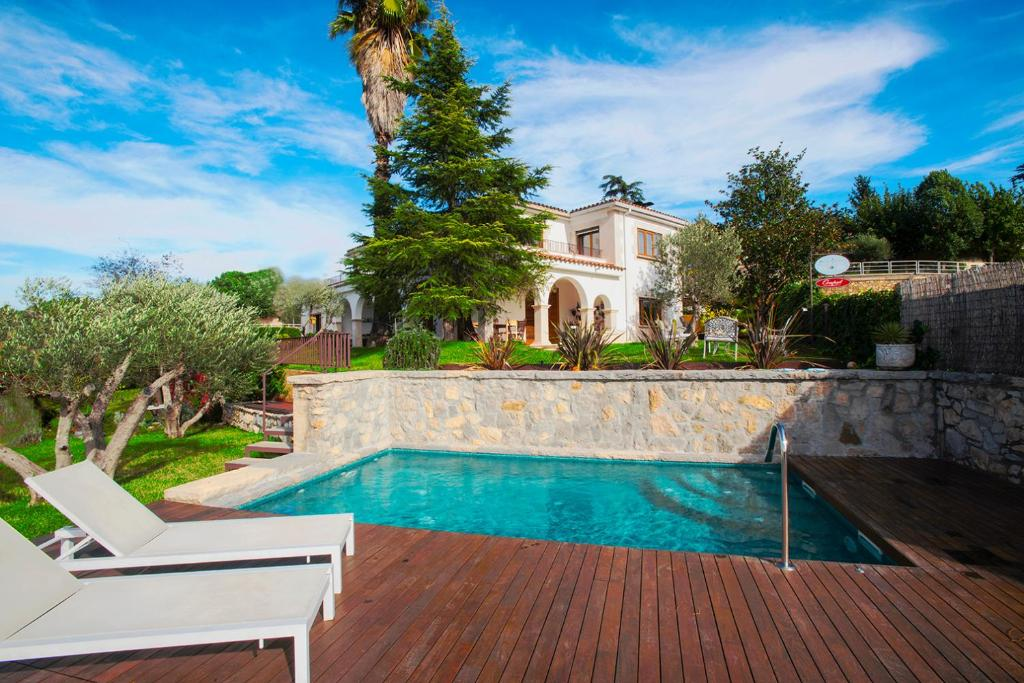 The swimming pool at or close to Montjuic Bed & Breakfast