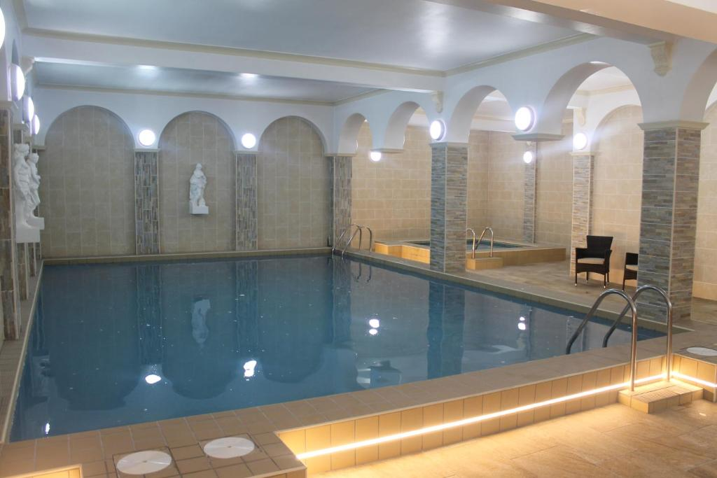 The swimming pool at or near Chatsworth House Hotel