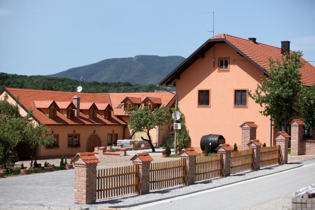 Budynek, w którym mieści się pensjonat B&B