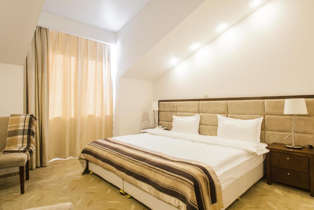 Кровать или кровати в номере Отель Гранд Байкал