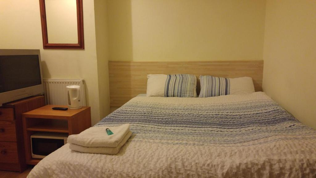 A bed or beds in a room at A38 Woodlands