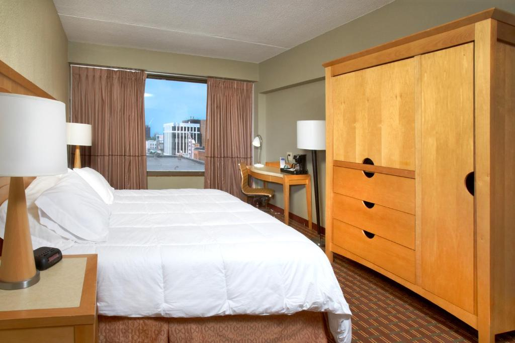 Hotels In Erie Pa >> The Avalon Hotel Erie Pa Booking Com