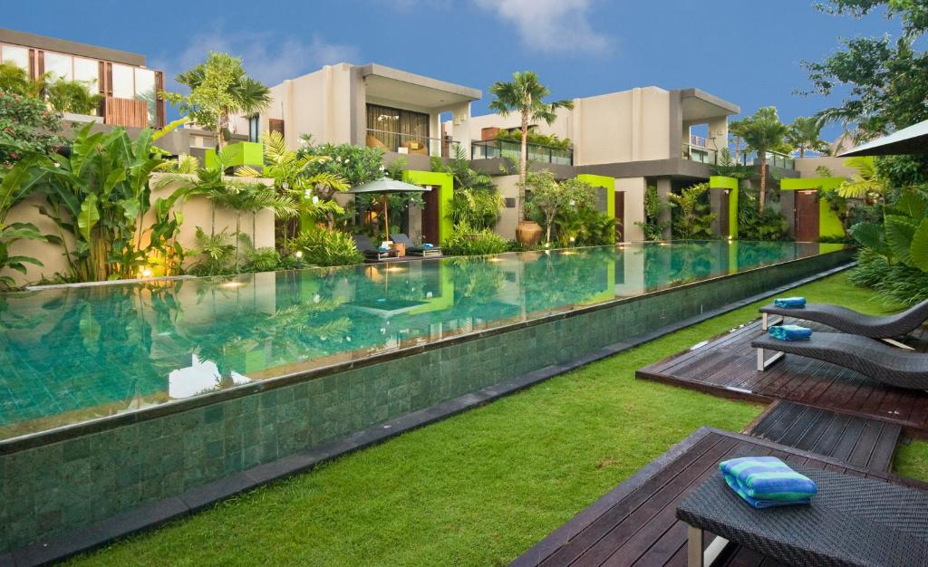 The swimming pool at or close to Cicada Luxury Townhouses