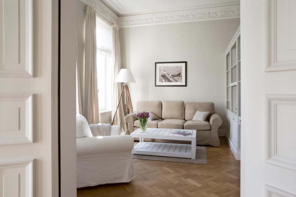 A seating area at von Deska Townhouses - White House