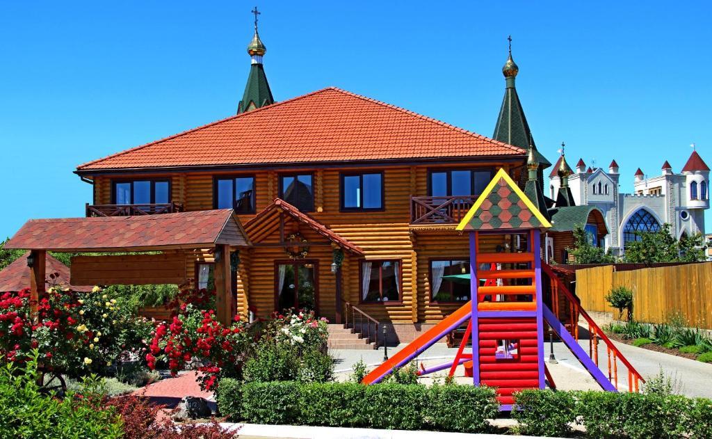 Children's play area at Pampushka & Podushka