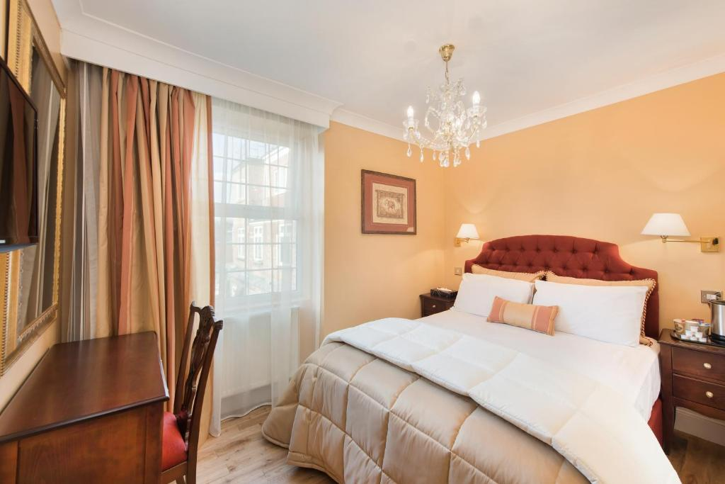 A bed or beds in a room at London Residence
