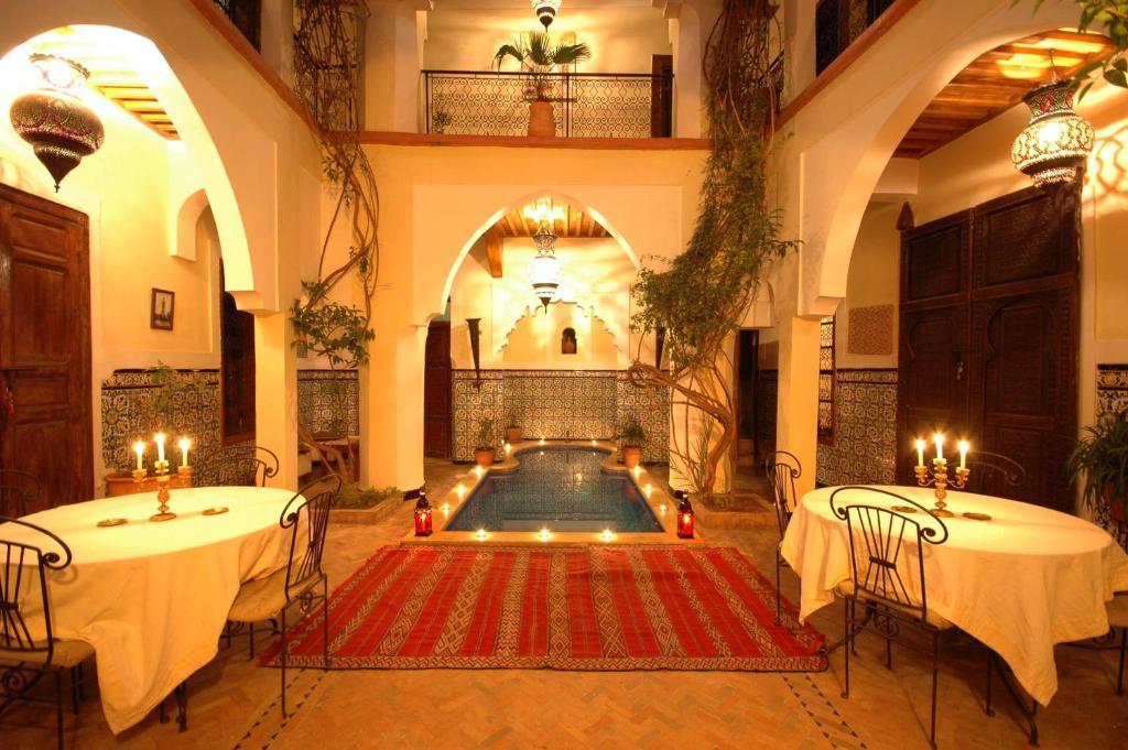 A restaurant or other place to eat at Riad El Sagaya