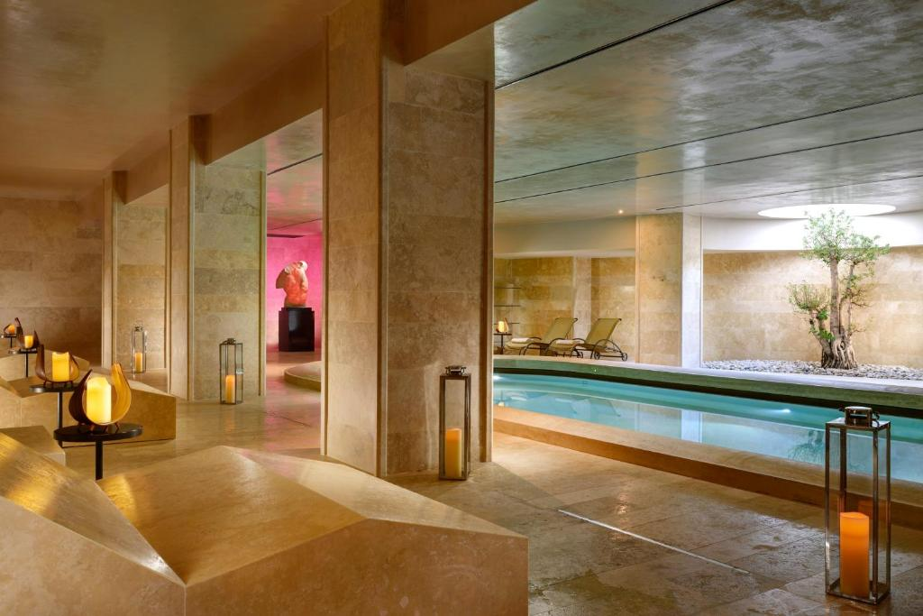 Majoituspaikassa A.Roma Lifestyle Hotel tai sen lähellä sijaitseva uima-allas