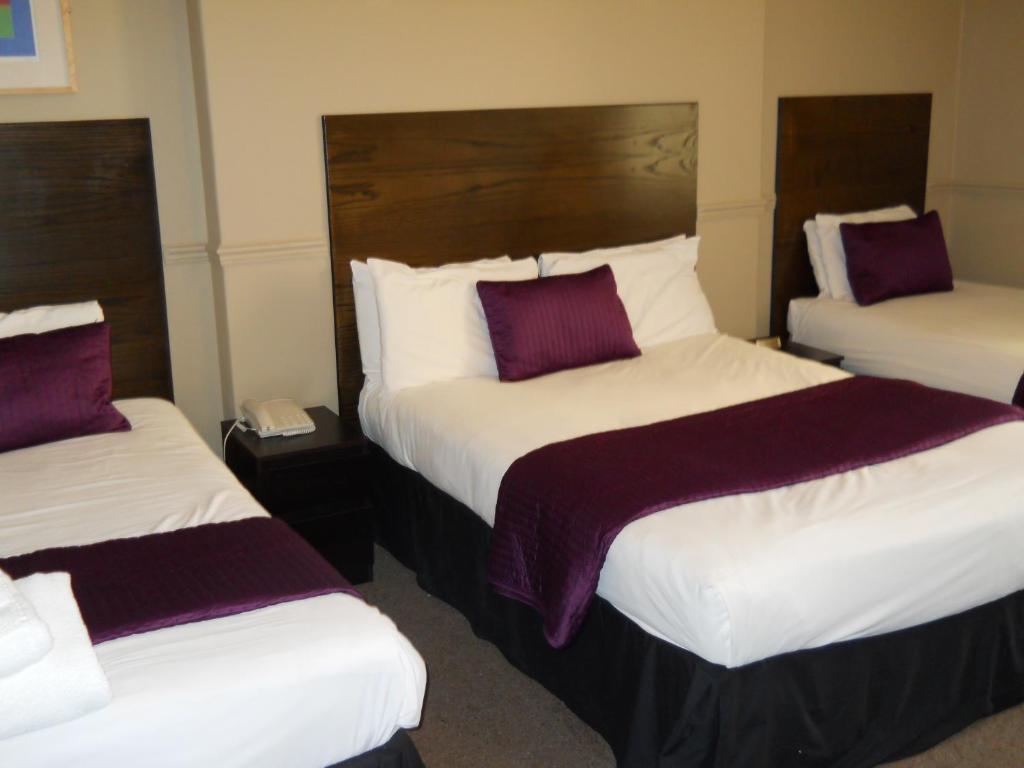 A bed or beds in a room at Beach View Lodge
