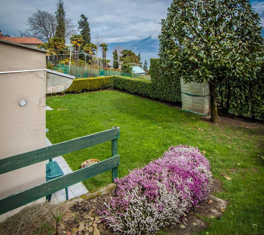 Como Lake view apartment with a private garden