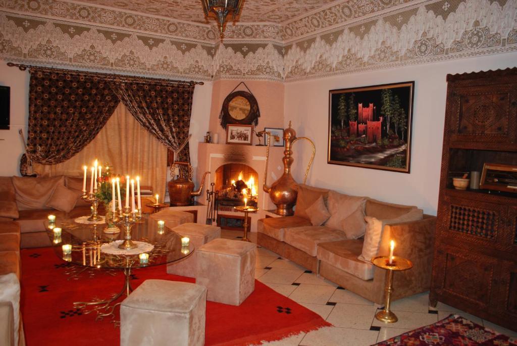 A seating area at Riad Villa Midelt