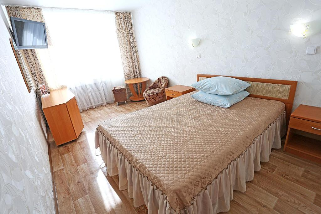 A bed or beds in a room at Hotel Rodina