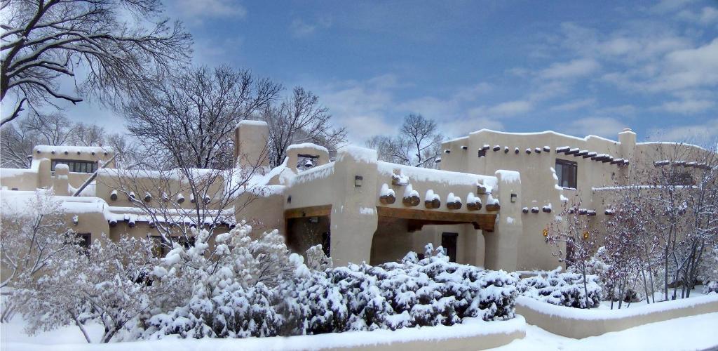 Sagebrush Inn & Suites during the winter
