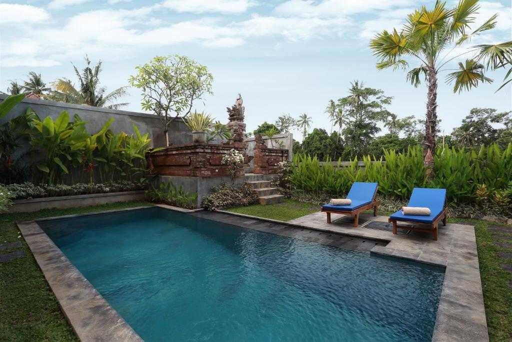 A piscina localizada em Dewi Sri Private Villa ou nos arredores