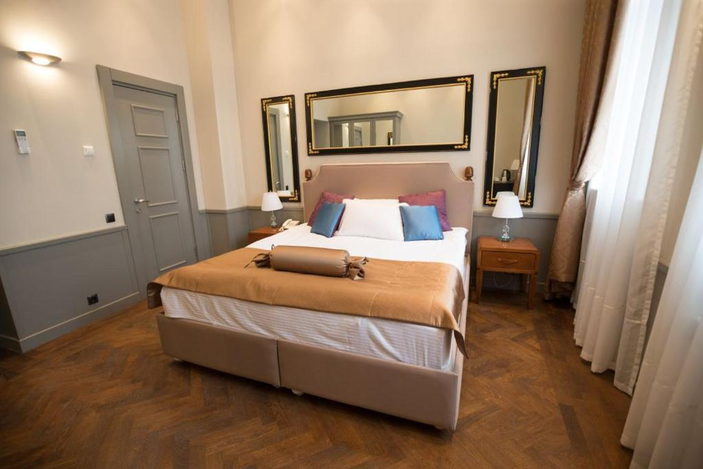 A bed or beds in a room at Seven Rooms Boutique Hotel