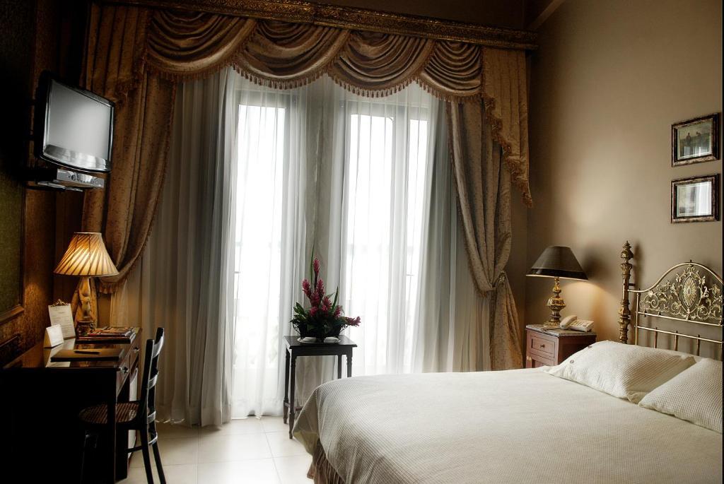 เตียงในห้องที่ Hotel Boutique Mansion Del Rio