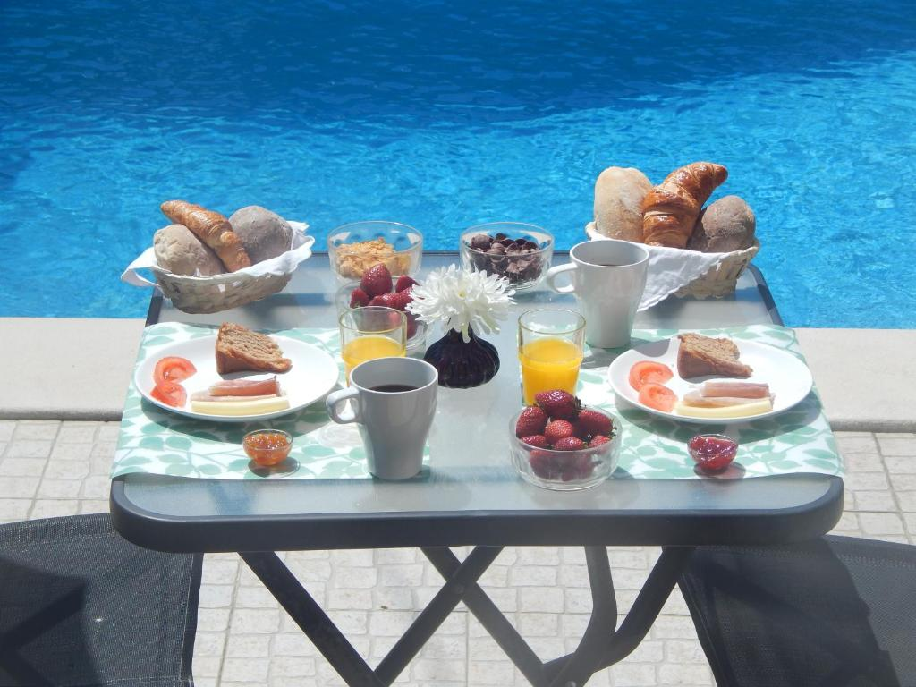 Breakfast options available to guests at Dolce Cascais Home
