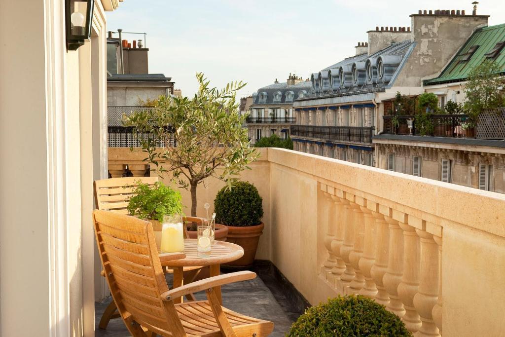A balcony or terrace at Résidence de l'Hôtel de l'Arcade