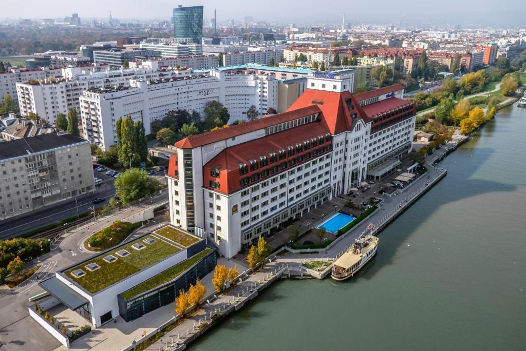 מבט מלמעלה על Hilton Vienna Danube Waterfront