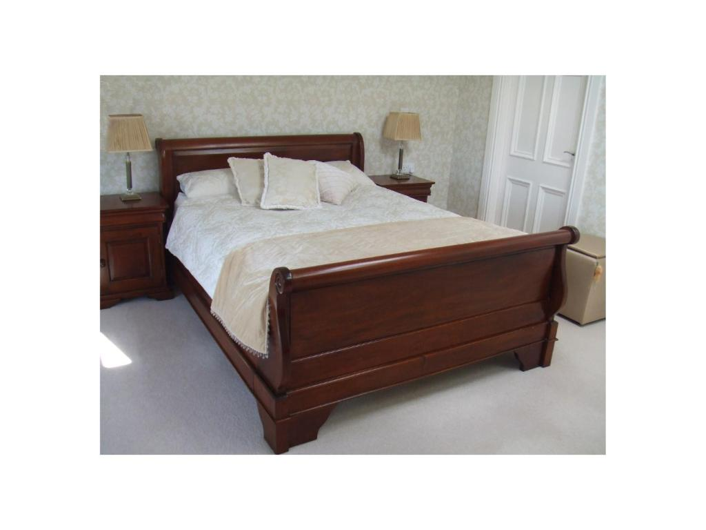 A bed or beds in a room at Ambrose Mews B&B
