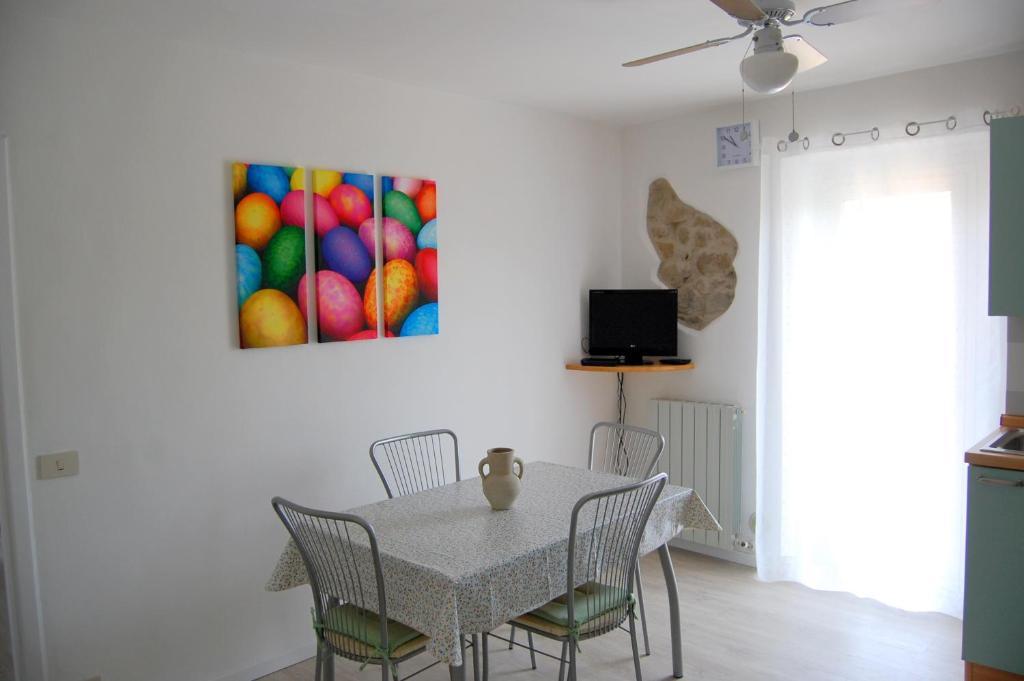 A television and/or entertainment center at Appartamento San Feliciano