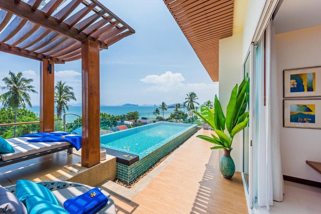 Swimmingpoolen hos eller tæt på The Pelican Residence & Suite Krabi