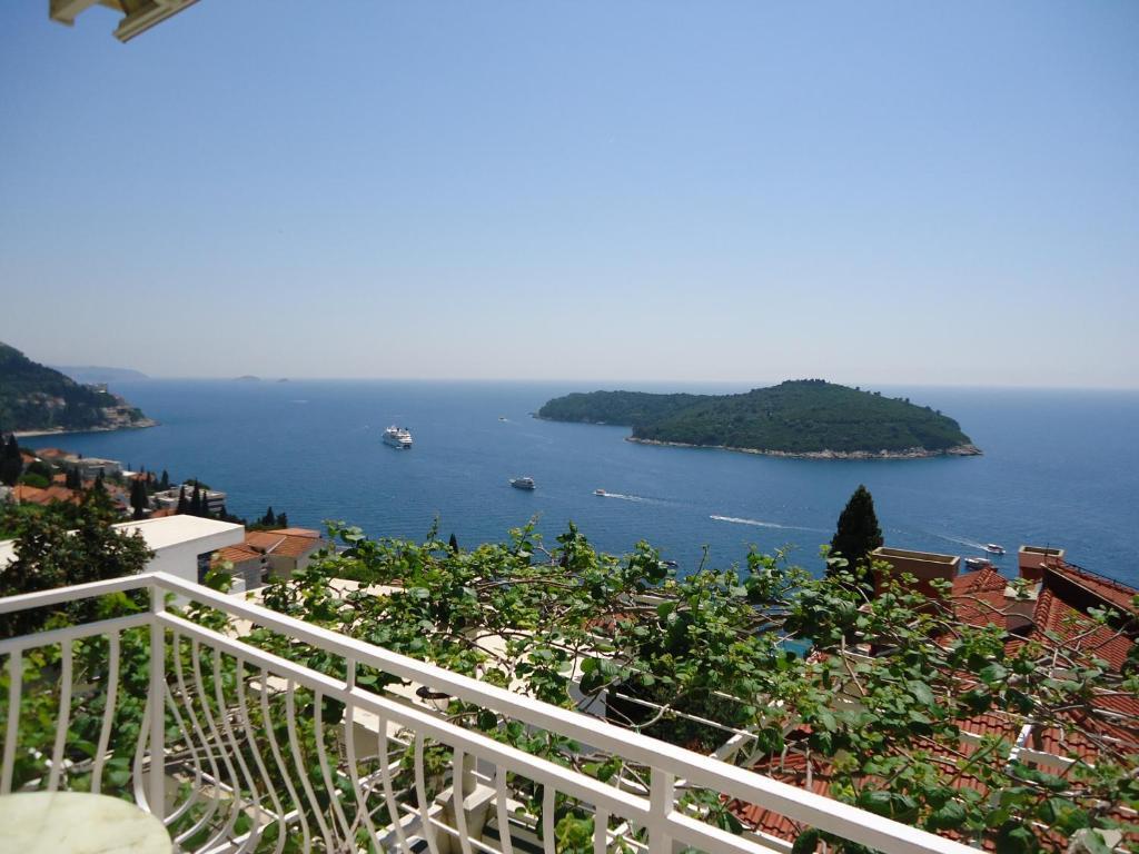 Vue générale sur la mer ou vue sur la mer prise depuis la maison d'hôtes