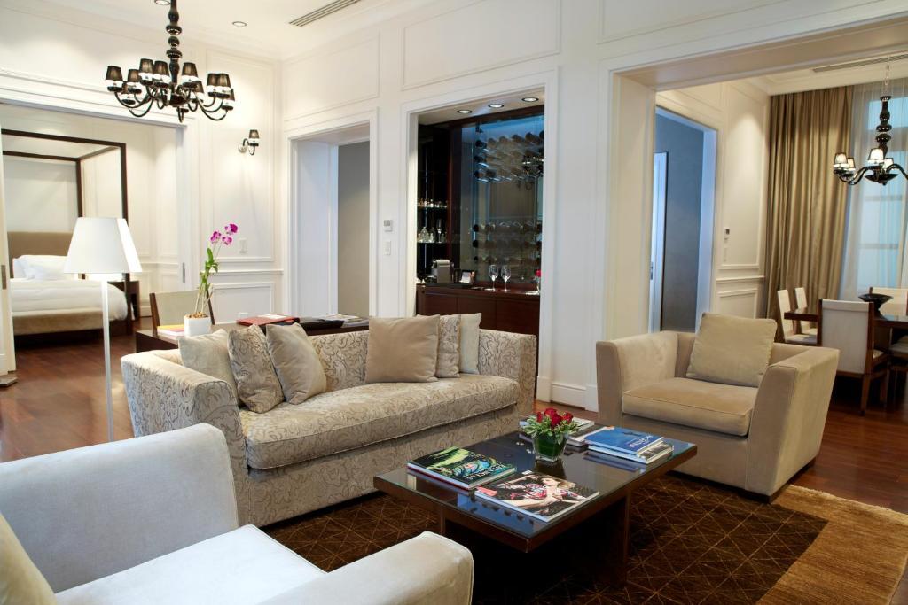 Uma área de estar em Algodon Mansion